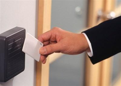 Контроль доступа в офис на одну дверь