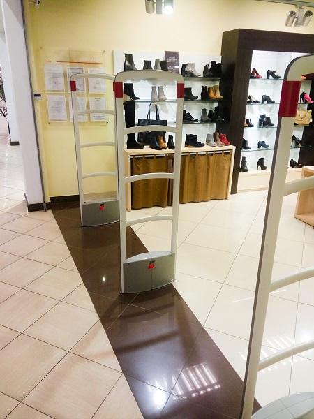 Антикражные ворота в магазине одежды